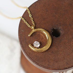 NEW 18K Gold Plated Diamond Crescent Moon Necklace